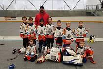 Hokejbalová minipřípravka HC Buldoci Stříbro po zimní přípravě ještě neodehrála ani jeden ´ostrý´ turnaj. F