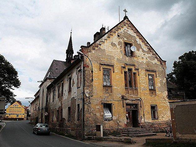 Klášter v Boru se opravy znovu nedočká. Opět totiž změnil majitele.
