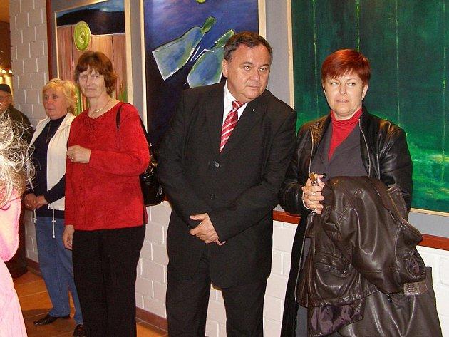 Klub výtvarníků z Borska zahájil výstavu svých prací v Malé scéně kulturního domu v Konstantinových Lázních.
