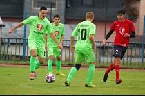 Fotbalisté FK Tachov (v zelených dresech) suverénně kráčeli za prvenstvím a postupem z oblastní I.B třídy. Svým soupeřům v sedmi z osmi utkání uštědřili debakly, na snímku Slavii Úněšov 8:0.