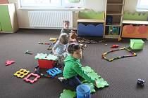 Děti mohou využívat nové sociální zařízení, šatny, nově vybaveny jsou také třídy.