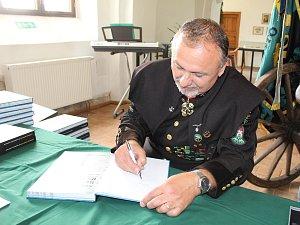 Karel Neuberger pokřtil v pátek svoji knihu Stříbrský rudní revír.
