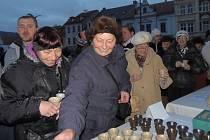 Ve Stříbře vítali nový rok tradičně. Popíjeli punč