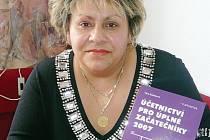 Věra Rubáková napsala na začátku tohoto roku knížku o účetnictví. Kromě psaní je i zastupitelkou města a učitelkou.