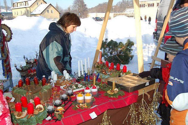 Ve vánoční se v sobotu změnily tradiční farmářské trhy, které se konají od září pravidelně každý měsíc v areálu Komunitního centra v Tachově