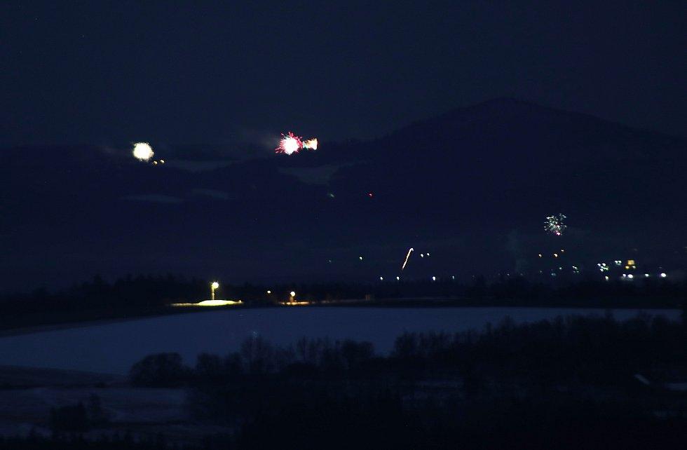 Vítání nového roku 2021 na Tachovsku, pohled z Boněnovského vrchu.