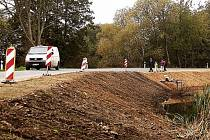Nebezpečná zatáčka u rybníku Kyvadlo směrem k Halži