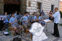 Třebonští muzikanti hráli ve Stříbře pod širým nebem.