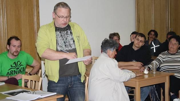 JEDNÍM Z OBČANŮ, kteří na zastupitelstvu argumentovali proti nové technologii, byl Roman Tichý.