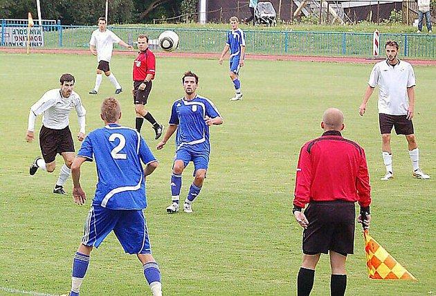 Tachov poprvé skóroval, dal dokonce tři góly, ale H. Měcholupy odvezly tři body.
