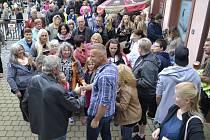 Se zpěvákem Martinem Maxou se jeho příznivci mohli nedávno setkat při Loretánských slavnostech v Boru, další koncert plánuje už 20. října v Černošíně.