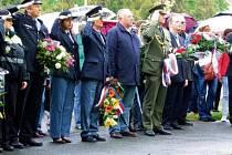 Položením věnců a květin k památníku americké armádě si v pátek Tachované připomněli výročí osvobození města a konce druhé světové války.