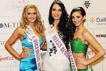 TŘI NEJÚSPĚŠNĚJŠÍ finalistky Miss Aerobik 2012. Vlevo první vicemiss Nikola Kozáková, uprostřed miss Jana Šimičková a vpravo druhá vicemiss Markéta Pilnáčková.