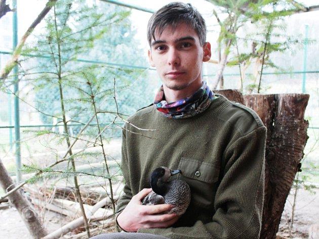 Chovatel nejen ptactva Martin Herink z Úšavy se stará o řadu živočichů.