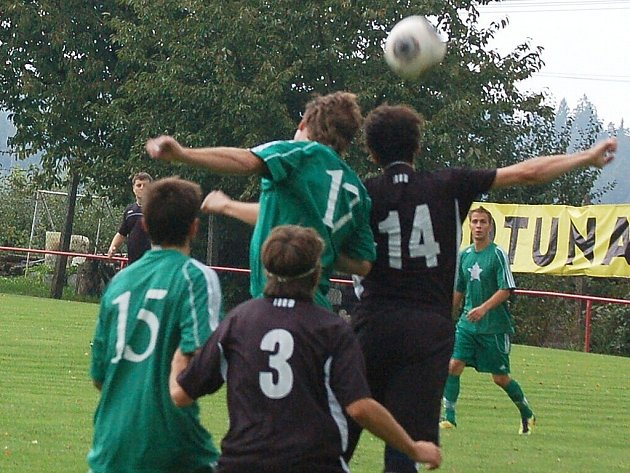 Fotbal: V šestém kole krajského přeboru porazil Rozvadov celek SSC Bolevec 3:1.