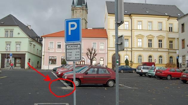 Připravuje se návrh, který by měl zabránit střetu řidičů se značkami na náměstí v Tachově.