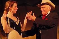 LUCIE ČERNÍKOVÁ A JAN PŘEUČIL se ve středu představili stříbrskému publiku v operetě Růže z Argentiny.