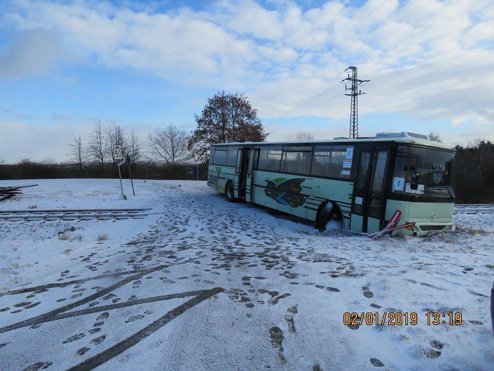 Z nehody autobusu u Malovic. Foto: Policie ČR
