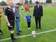 V Tachově se uskutečnilo benefiční fotbalové utkání mezi reprezentací Hasičského záchranného sboru a internacionály Československa na podporu rodiny tragicky zesnulého hasiče Luboše Viterny.