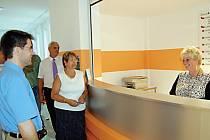 Klienti borské polikliniky získali novou službu. K dispozici jim je recepce, která město přišla na téměř milion korun.