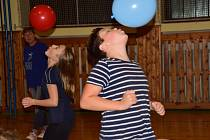 Malí volejbalisté prožili hravou a strašidelnou Noc v tělocvičně.