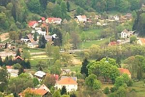 Pohled na Michalovy Hory. Prostor za mostem by zřejmě padl za oběť přehradě.