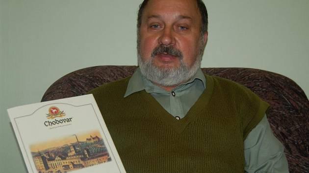 Poukaz s cenou si ve středu v redakci Tachovského deníku vyzvedl pro Jana Holenu Václav Krejčí