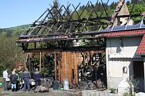DVA MILIONY. Na tolik korun odhadovali policisté škodu, která vznikla při požáru rodinného domu v Třemešném.