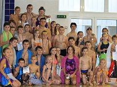 Účastníci plaveckých závodů v Přimdě.
