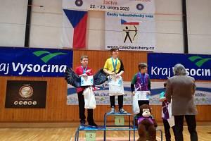 Richard Staněk (ve žlutém) se stal Mistrem České republiky mladších žáků v halové lukostřelbě. Foto: Jana Kolihová.