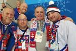 Skupina tachovských fanoušků se slovenským prezidentem Adnrejem Kiskou.