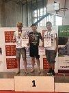 Uprostřed vítězný Lukáš Hudler, vpravo třetí Michal Bedeš.