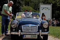 Historická vozidla dorazila do Mariánských Lázní.