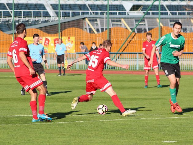 Snímky z utkání FK Tachov - FC Rokycany (6:1), Tachov v červených dresech.