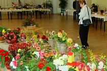 Květinovou cestu, symbolizující pouť obcí na okresní výstavu, připravila Základní organizace Českého zahrádkářského svazu Šmoulinky. Za ni si vysloužila od odborné poroty první místo v kategorii květin, kaktusů a bonsají.