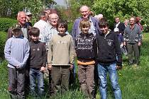 Úspěšní mladí včelaři ze Stříbra.