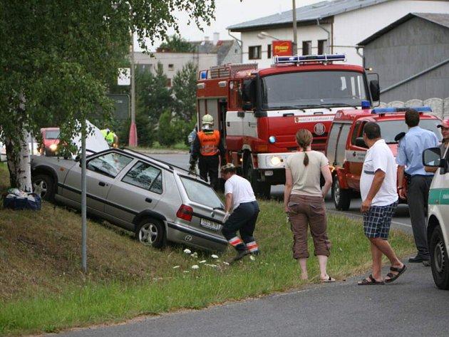 Totálně opilý řidič havaroval se svojí Škodou Felicia ve čtvrtek večer v Tachově.