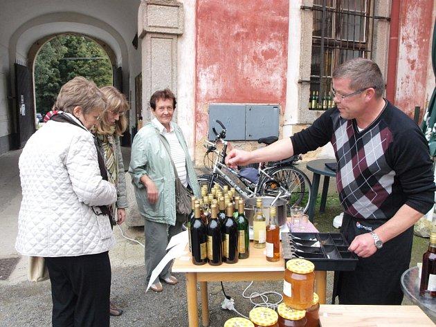 Stovky lidí navštívily kladrubské Slavnosti vína a medu.