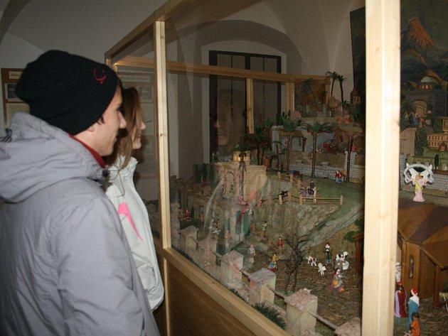 PO ROČNÍ PŘESTÁVCE je od neděle veřejnosti v Muzeu Českého lesa v Tachově opět přístupný velkoplošný Zellerův betlém.