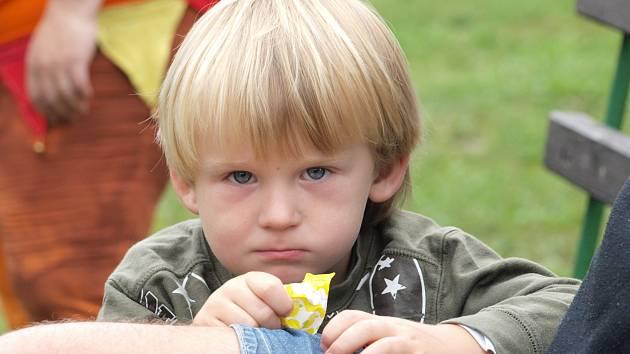 Děti z Milíkova se vypravily do pohádkového lesa.