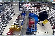 Zloděj nakradl v drogerii za více než pět tisíc korun.