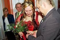 Své ano si řekli Renata Cvrková a Ladislav Beránek, kteří se dohodli na užívání společného příjmení Beránek, Beránková.