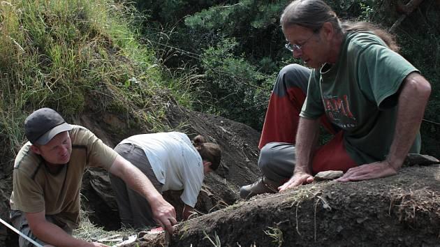 Archeologové hledají na Hrotku stopy bitvy u Třebele
