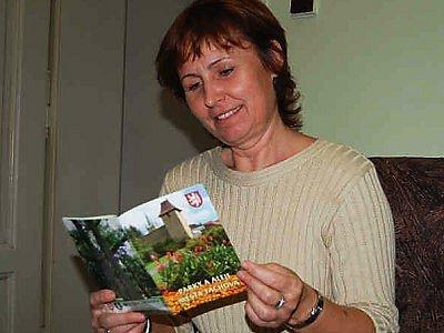 Ilona Gonová, která za kampaň Tachov město stromů zodpovídala, nám představila publikaci, která v rámci kampaně vznikla. Brožura se jmenuje Parky a aleje města Tachova a bude občanům oficiálně představena v pondělí na slavnostním zakončení kampaně.