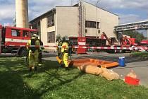 Speciální chemická jednotka, záchranáři a hasiči mířili v pátek odpoledne do areálu společnosti Eurosérum ve Stříbře.