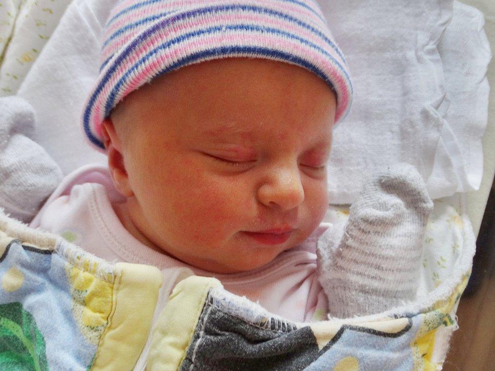 Viktorie Dourová se narodila 21. ledna ve 12:25 mamince Ivaně a tatínkovi Romanovi ze Stříbra. Po příchodu na svět v plzeňské FN vážila sestřička Daniela 3530 gramů a měřila 51 centimetrů.