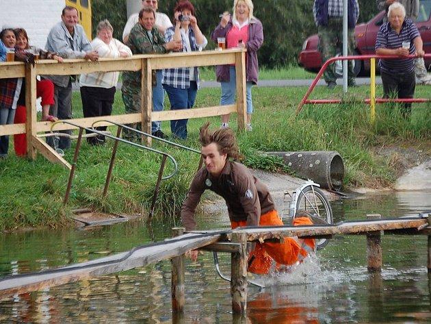 Soutěživý den prožili v sobotu obyvatelé osady Bezděkov, kteří letos uspořádali druhý ročník hravého dne.
