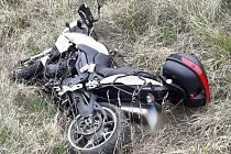 Zraněný motorkář byl převezen do fakultní nemocnice