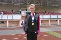 VERONIKA TŘÍSKOVÁ dokázala na Mistrovství Plzeňského a Karlovarského kraje na domácí dráze Baníku Stříbro získat tři zlaté medaile.