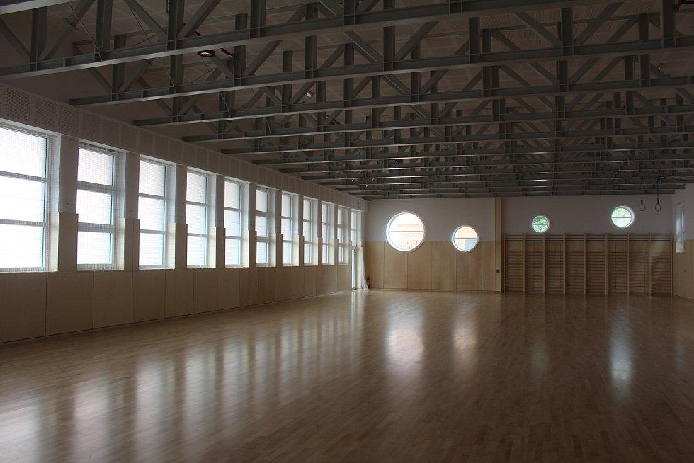 Nová tělocvična tachovského gymnázia byla slavnostně otevřena.